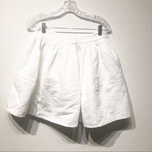 Express gorgeous white textured skirt size 8